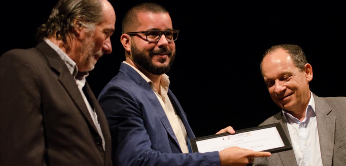 Eduardo Sarmento, gerente geral do Paço do Frevo recebe o Prêmio Ayrton de Almeida Carvalho / Foto: Jan Ribeiro