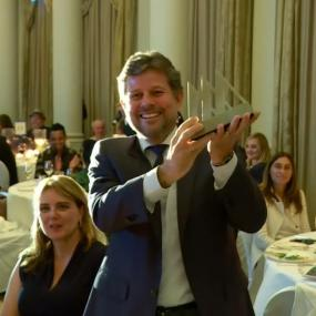 Ricardo Piquet, director of the Museum of Tomorrow and president of IDG, received at the Langham London the trophy in the category of Best New Museum of the Year - South & Central America